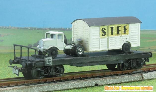 Wagons plats à bogies maquette et semi maquette chargés 1409081132548789712510054