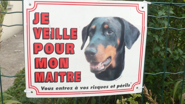 "Pancartes ""Attention, chien méchant!"" - Page 2 14092902560717298912565358"
