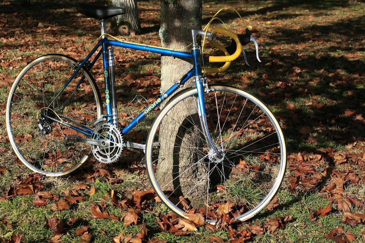 Encore un Gitane bleu... pour la route 14110502301917269712674917