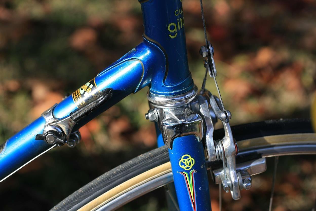 Encore un Gitane bleu... pour la route 14110502304917269712674932