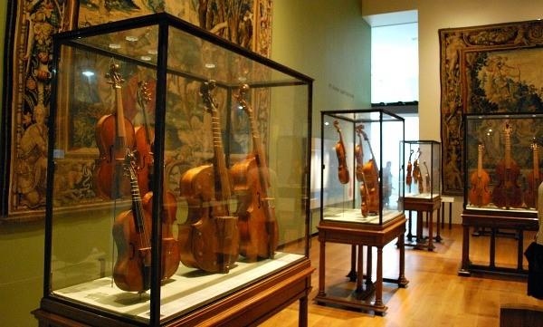 0 Oxford-Ashmolean-musical-instruments