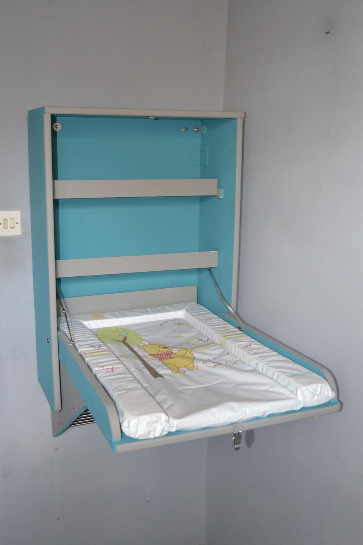 table langer murale copain des copeaux. Black Bedroom Furniture Sets. Home Design Ideas