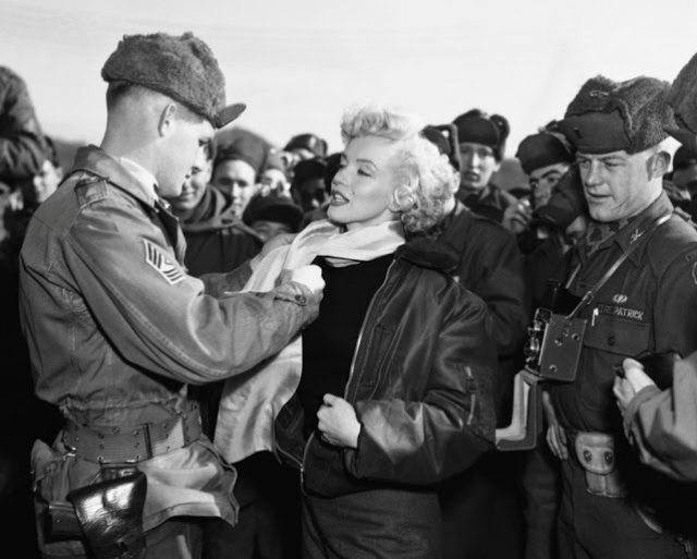 Marilyn Monroe: Korea USO Tour Février 1954.  FINIE 15012811351416819912912447