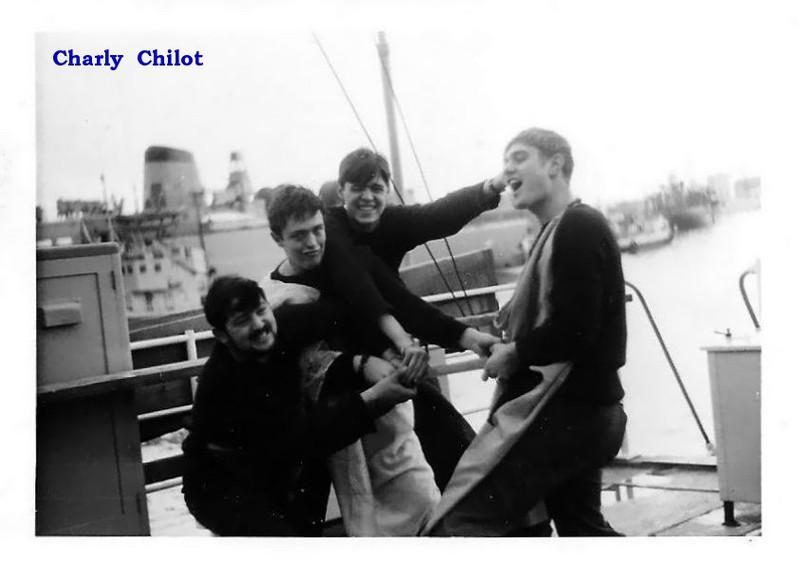 Loisirs des marins à bord - Page 2 15021402593616032812965036