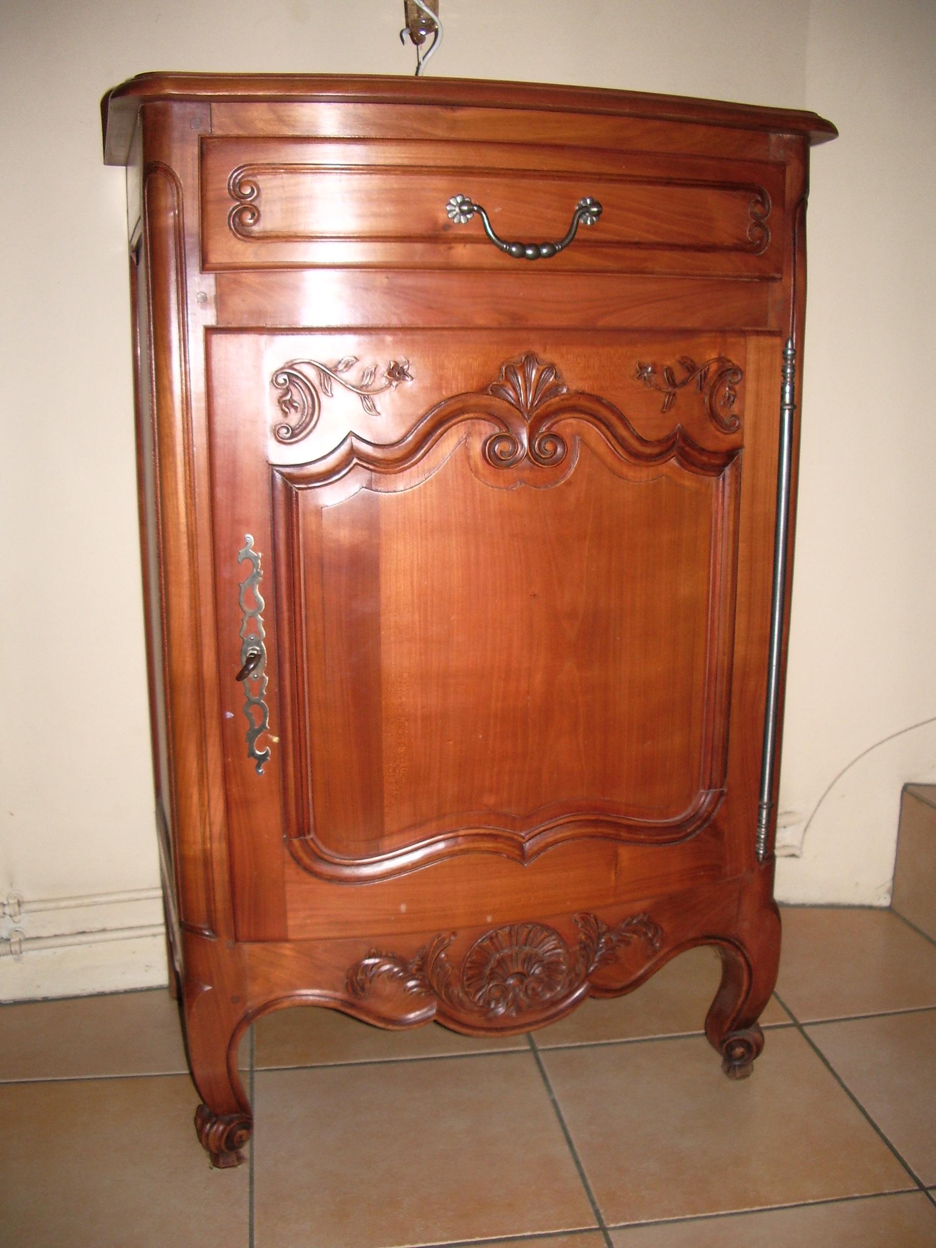 meuble antique a donner latest comment rnover un meuble. Black Bedroom Furniture Sets. Home Design Ideas