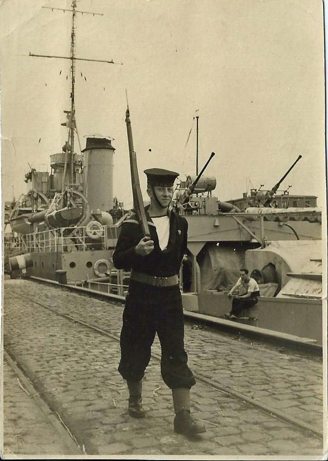 M901 Georges Lecointe (ex HMS Cadmus) - Page 2 1503260834168733013106756