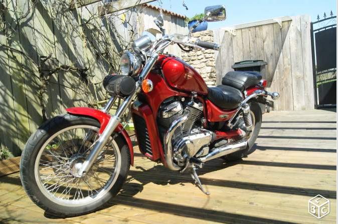 VS 600 GL rouge - La Châtaigneraie (85) 15052809571611002113308145