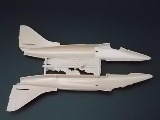 "A-4U ""Free Kuwait 819"" [Hobby World 1/48] 15070409221310194413418359"
