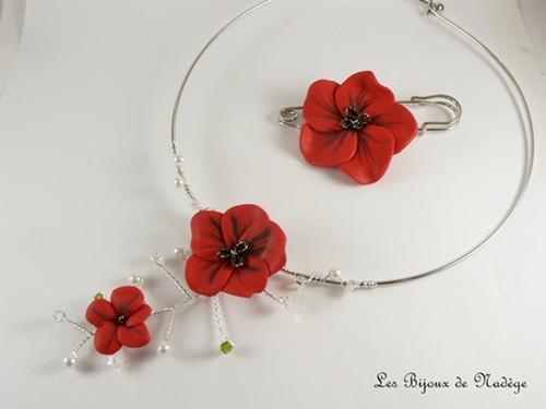 collier mariage coquelicot et accroche traîne fleur
