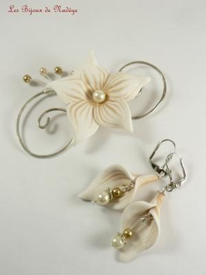 ornement chignon mariée et boucles d'oreilles fleur d'arum
