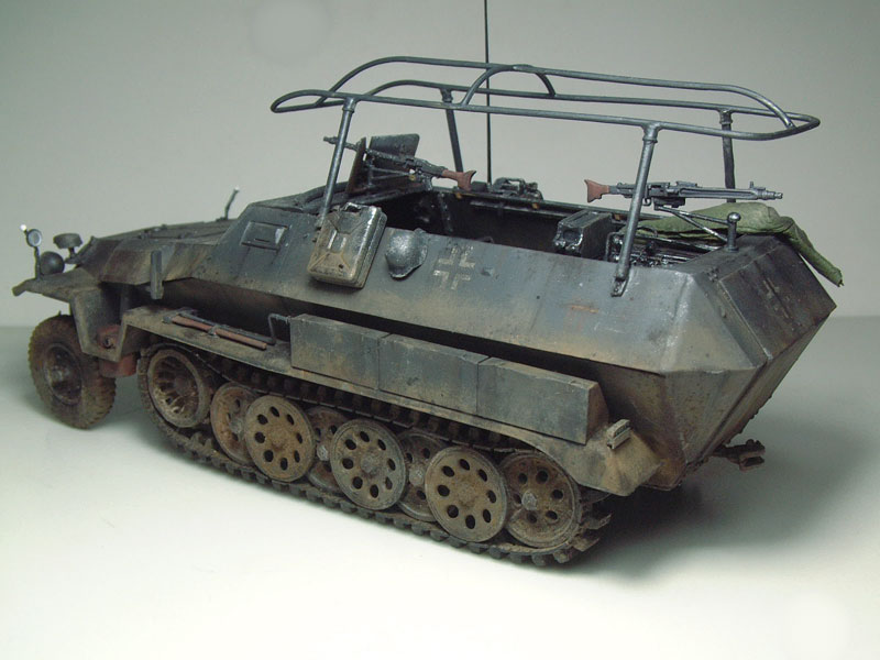 [AFV Club] Sd.Kfz 251/3 Aust.C - 1/35e 1509191112254769013593334