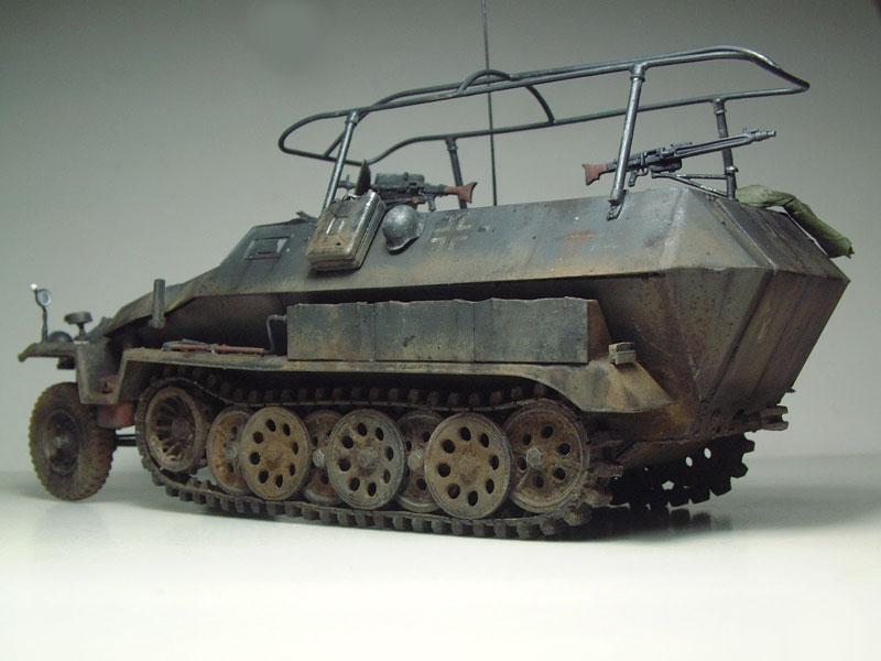 [AFV Club] Sd.Kfz 251/3 Aust.C - 1/35e 1509191112274769013593335