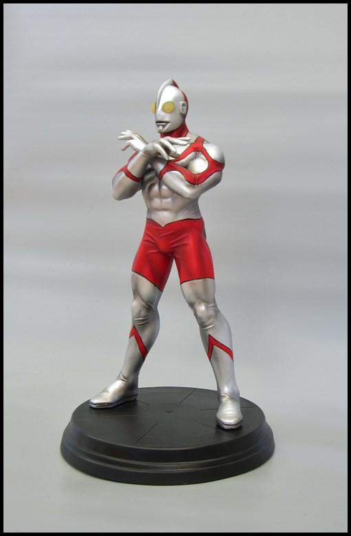 Ultraman statue 15092709314516083613612566