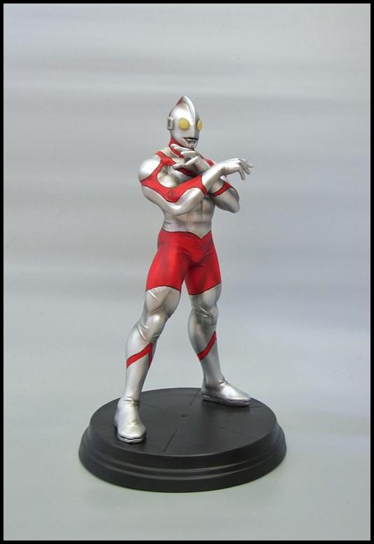 Ultraman statue 15092709314616083613612567