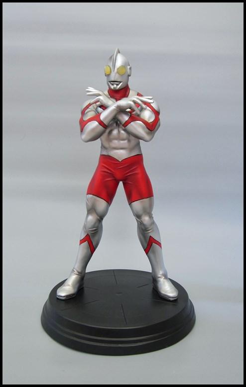 Ultraman statue 15092709314716083613612568