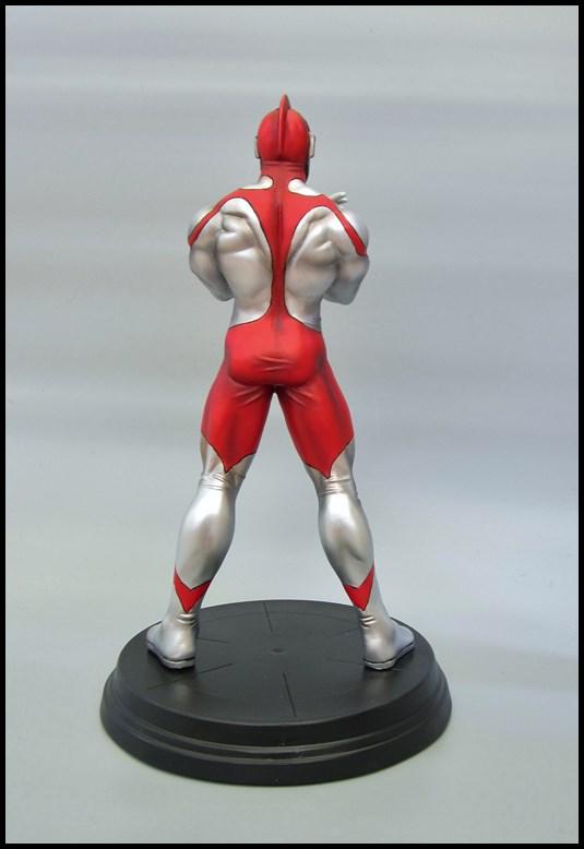 Ultraman statue 15092709315016083613612570