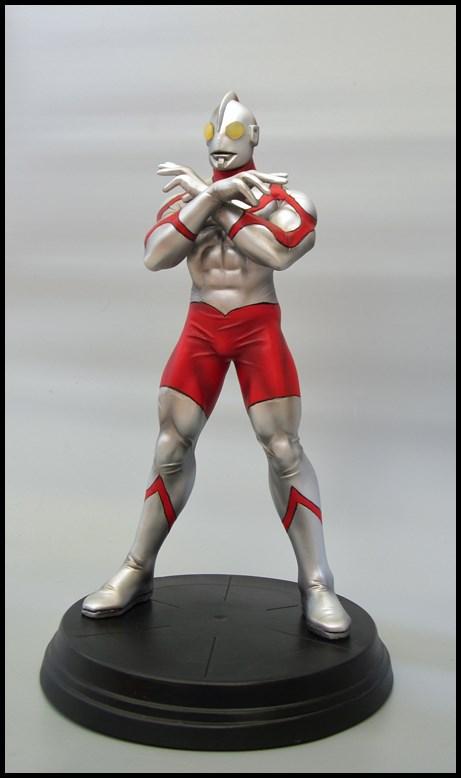 Ultraman statue 15092709315116083613612571