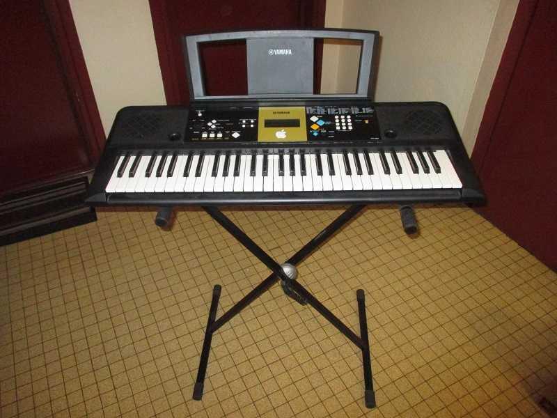 Piano électronique Yamaha YPT-220 15101804233820259513671755