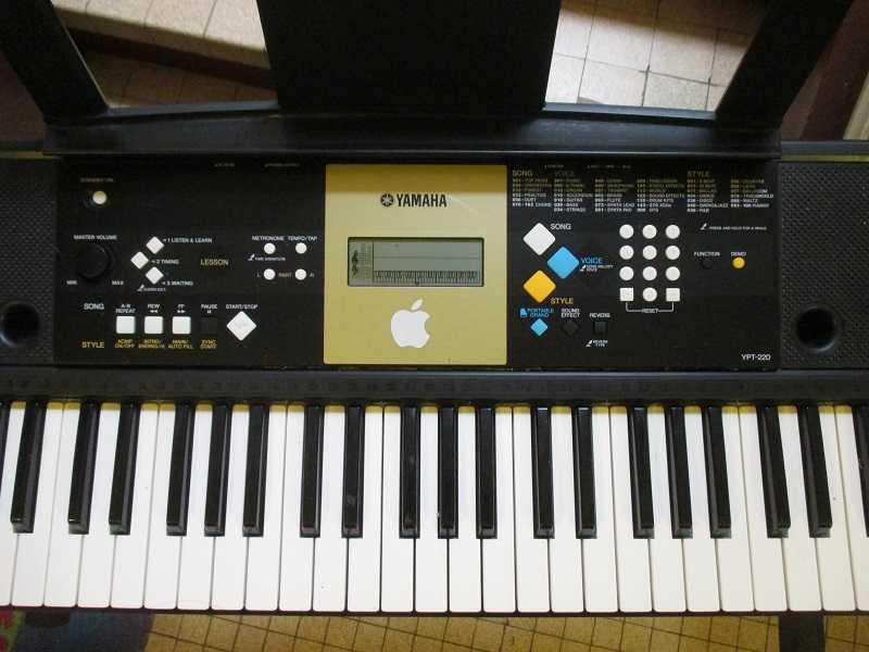 Piano électronique Yamaha YPT-220 15101804233820259513671756