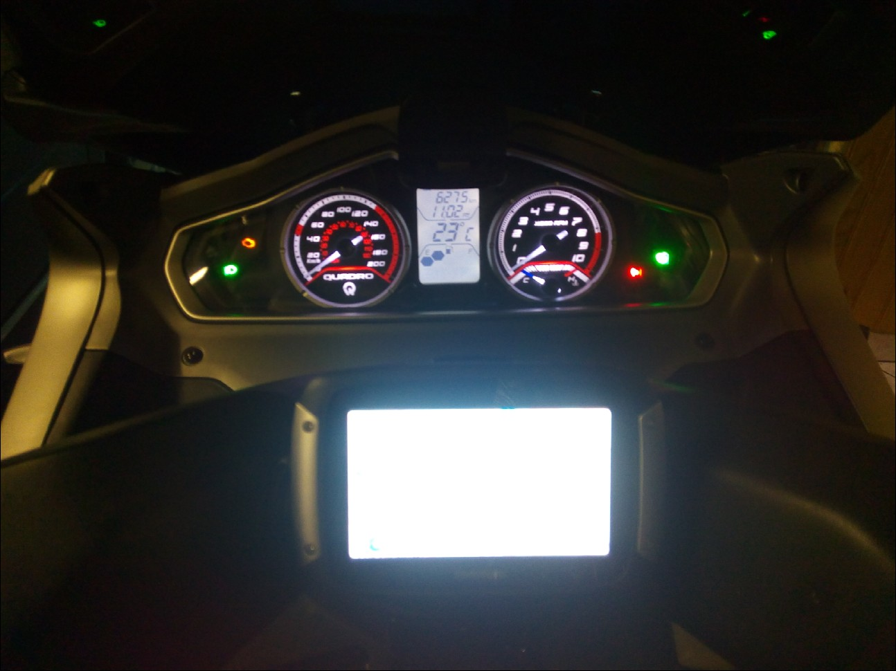 Fixation GPS et branchement pour quadro 1510240822106010313689971