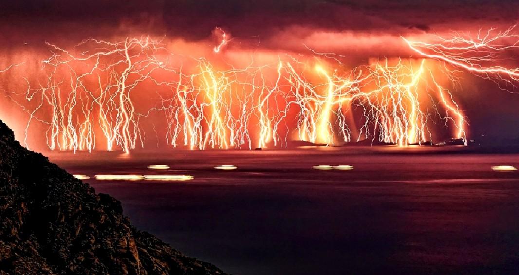 Le passage d'un orage au large de l''Ile d'Ikaria  15112602183118848213779926