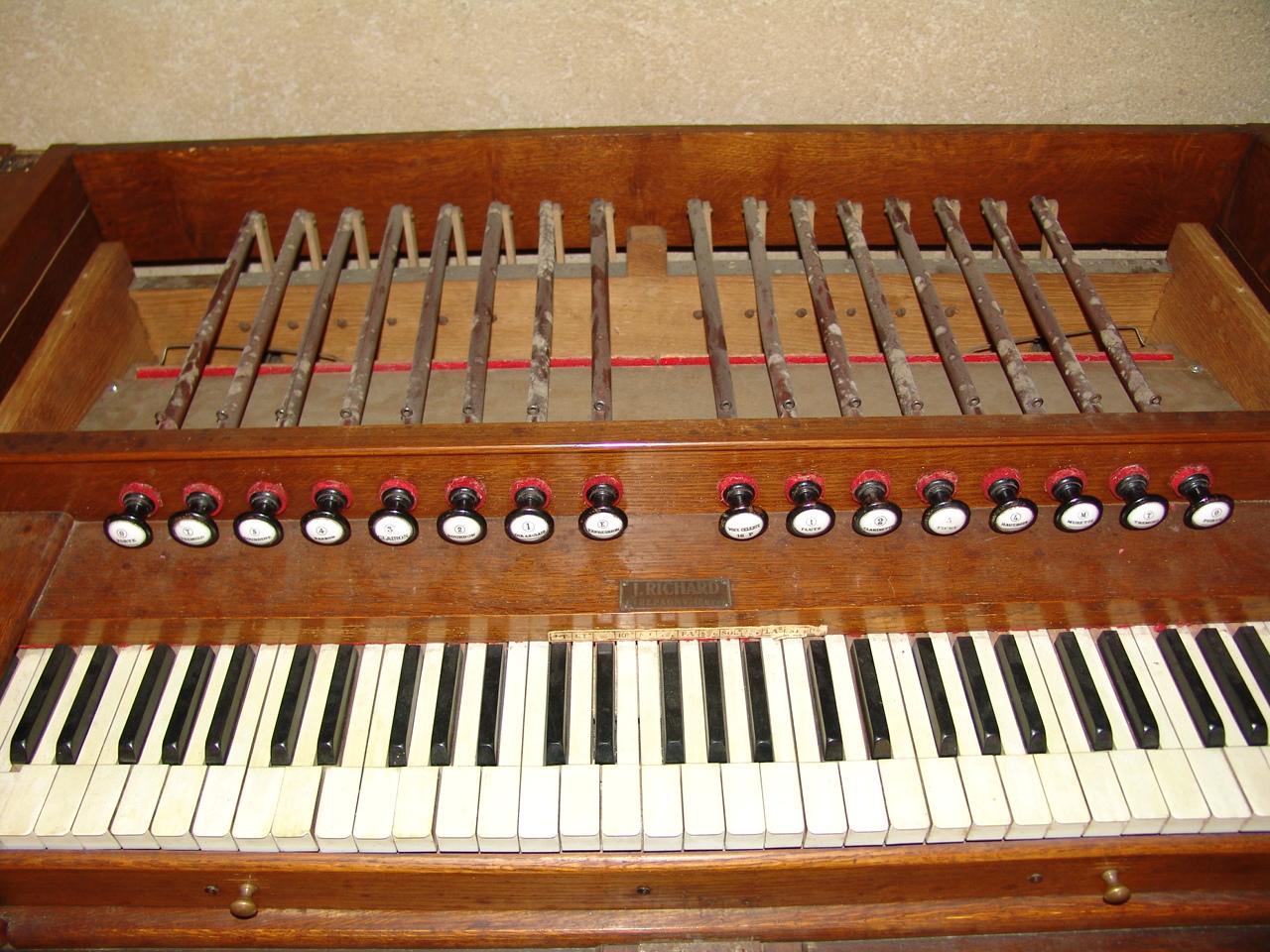 Mon premier harmonium un J-RICHARD 16021908284321182813988399