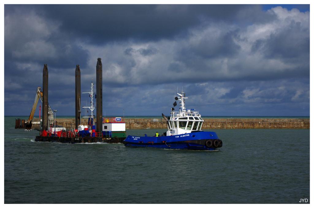 Entrée au port de Dieppe. 16022009595221023613991242