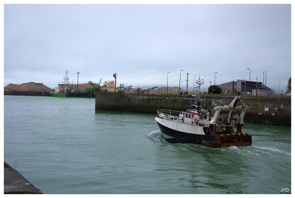 Dieppe : sortie de port et batillage 16022010002421023613991247