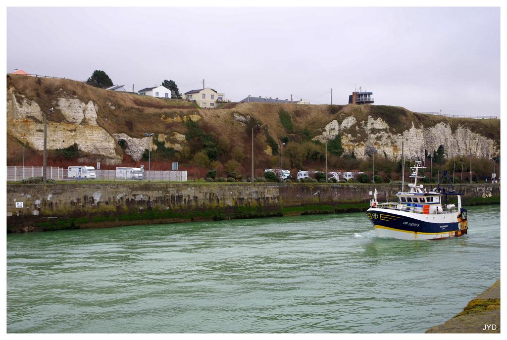 Dieppe : sortie de port et batillage 16022010004621023613991250