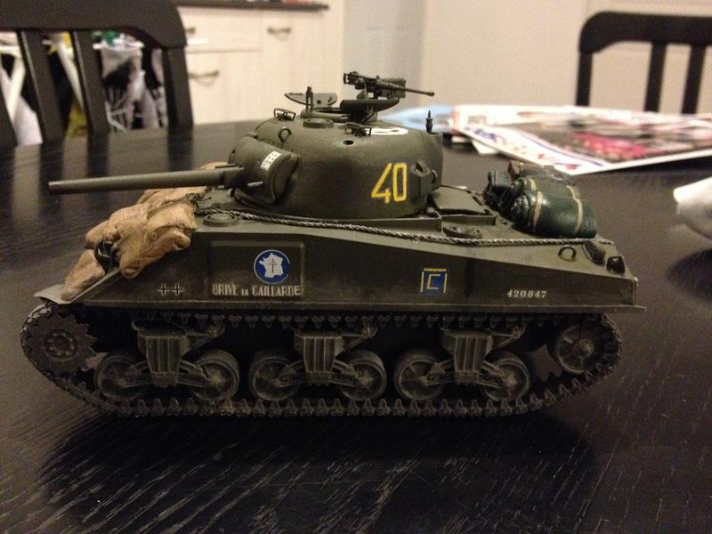 """Sherman """"Brive La Gailarde"""" 12ème RC 3e Scadron (dragon 1/35) 16022308250721232413997674"""