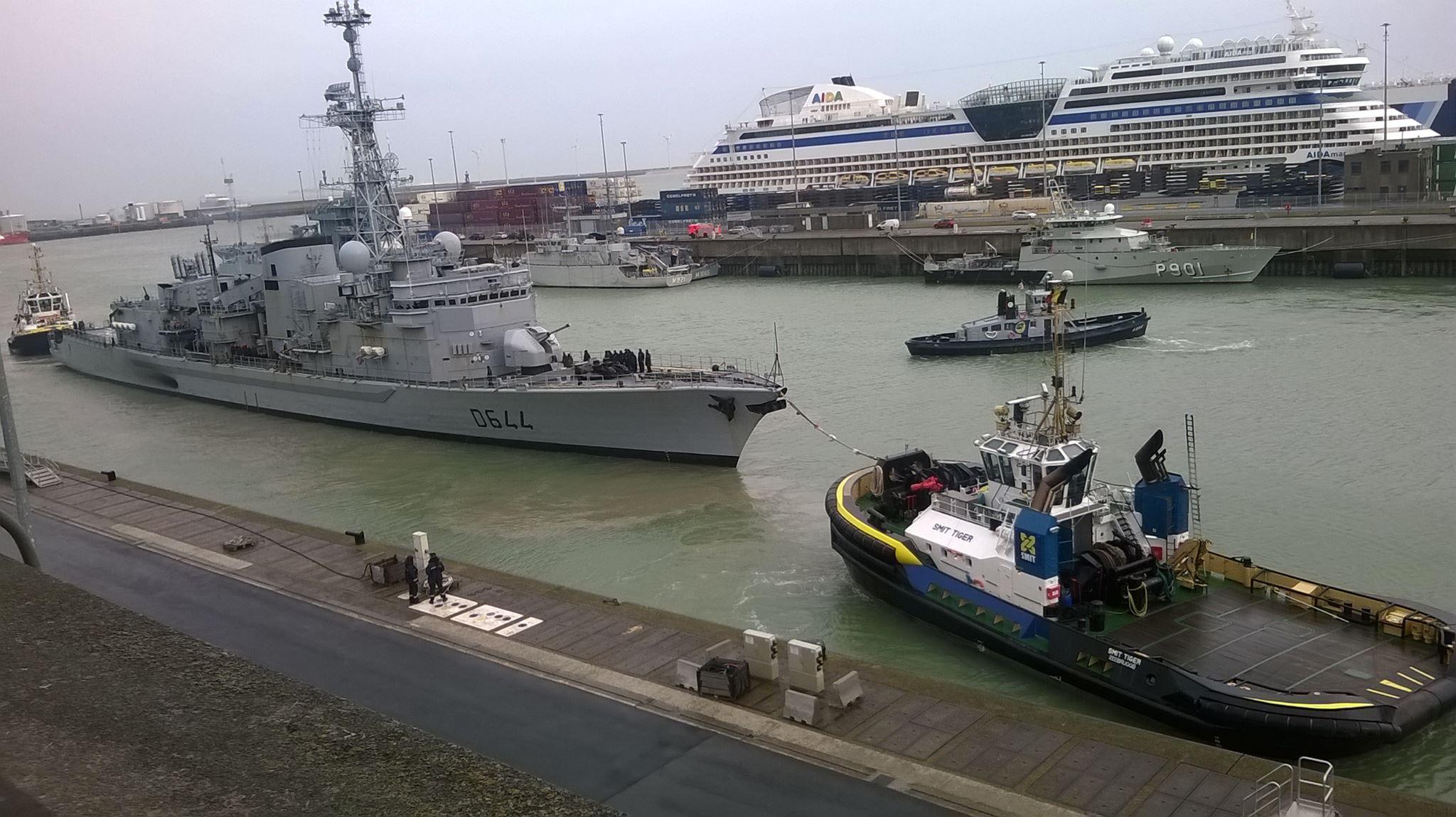 Pourquoi des remorqueurs civils dans la base de Zeebrugge ? 1603110237398733014049906