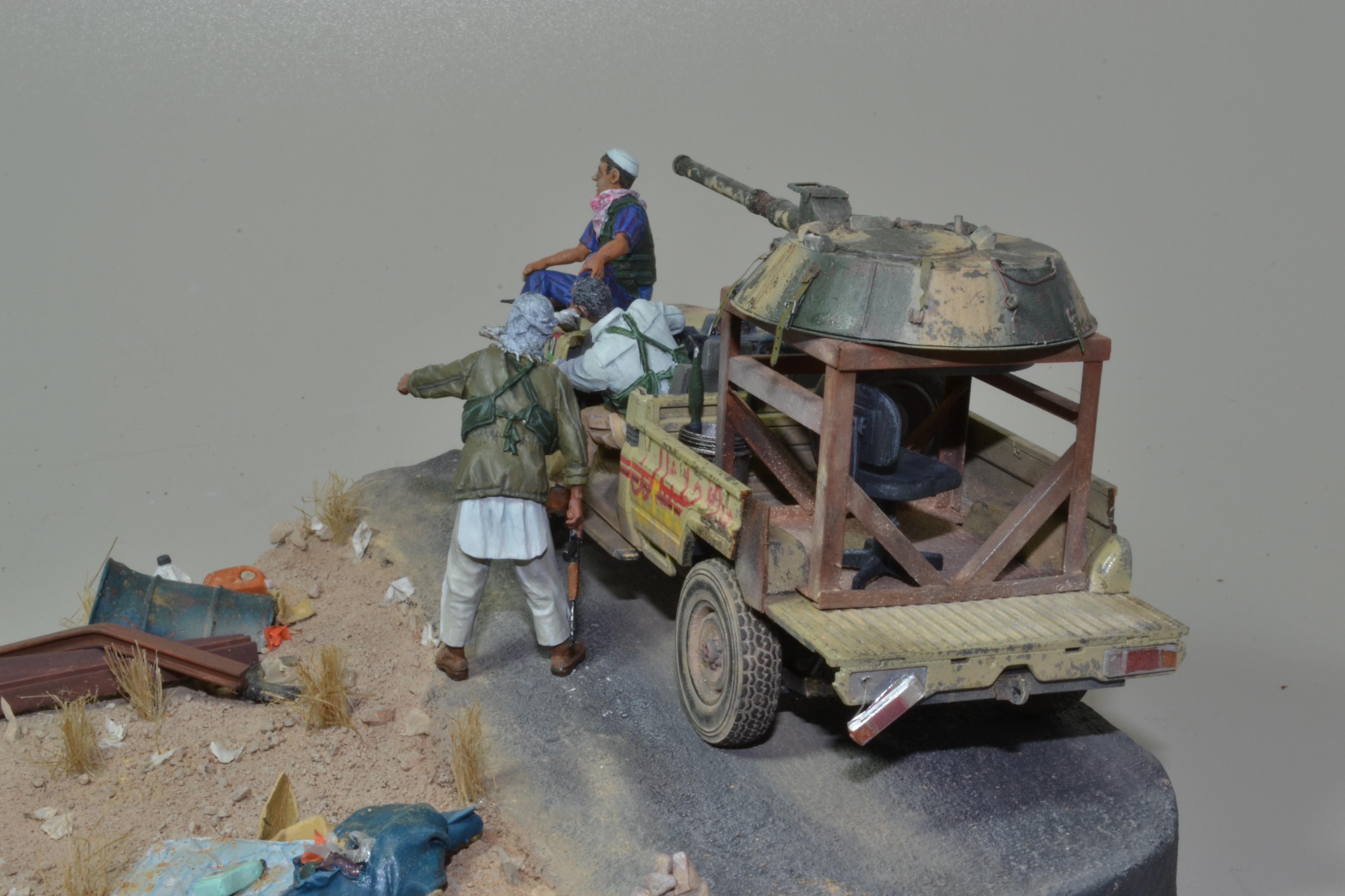 Pick-up (MENG)+tourelle BMP 1/35 (DEF model) - Page 4 16041810010915742614161000