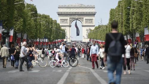 """Viale """"Champs Elysées"""" a piedi !"""