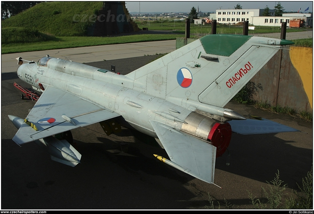 MiG-21 MFN 1/48 (Eduard W.E réf 84128) 16050910072610194414213613