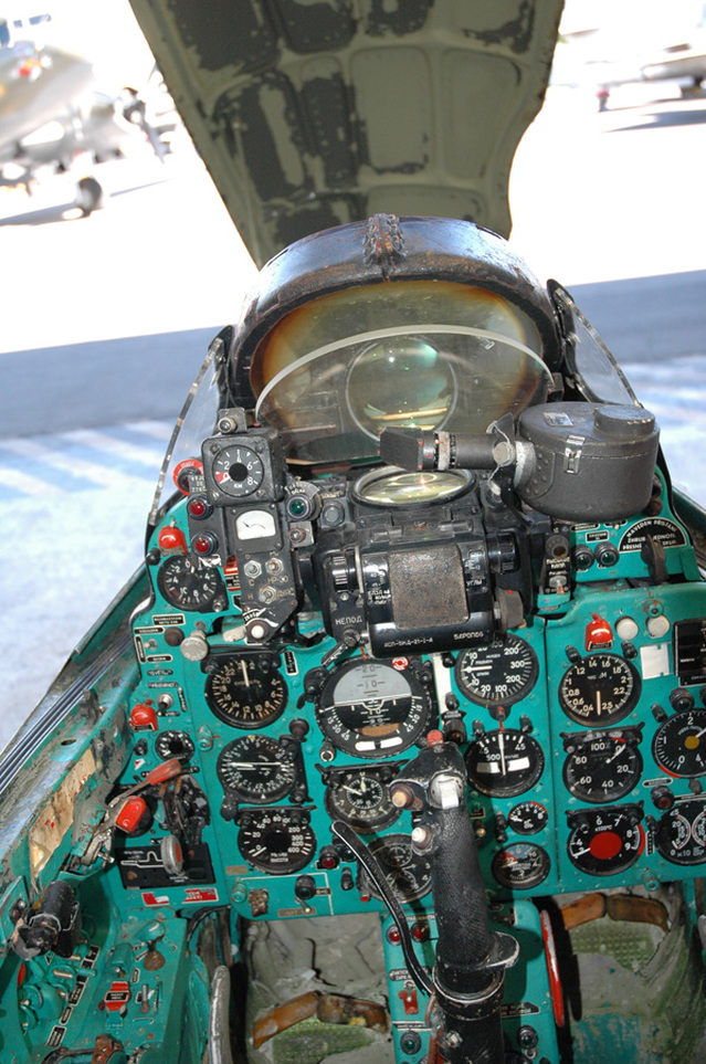 MiG-21 F-13 (Trumpeter 1/48) 16051111303910194414218433