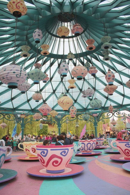 010 - Mad Hatter's Tea Cups 002