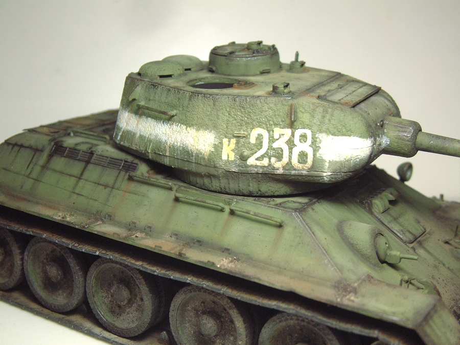 "T-34/85 ""Berlin 1945"" [Academy] 1/35e - Page 2 1605290643434769014267266"
