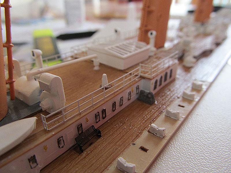 Encore un Titanic en construction 1/400 de chez Academy 16060402520618121214281908