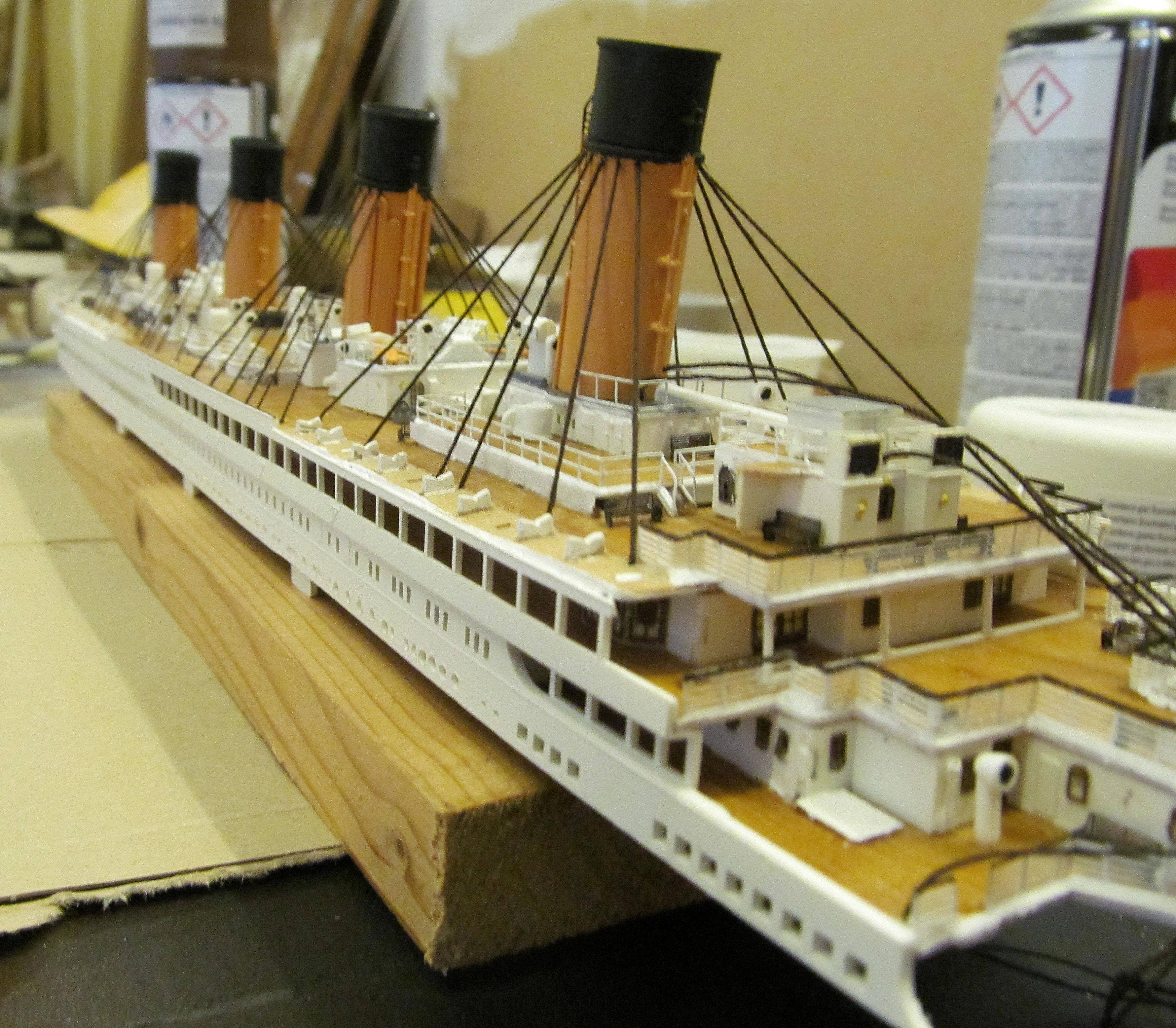 Encore un Titanic en construction 1/400 de chez Academy - Page 2 16060402542318121214281949