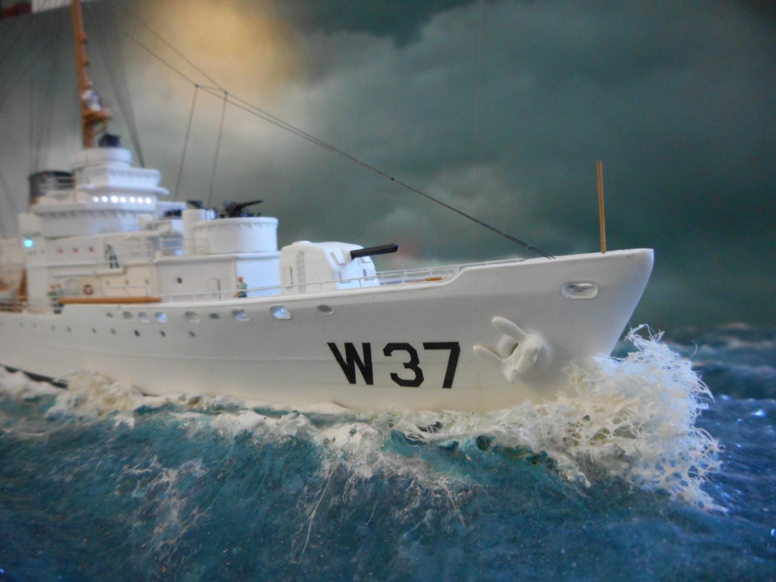 USS TANEY 1/300 Revell  16070410001620399714352977