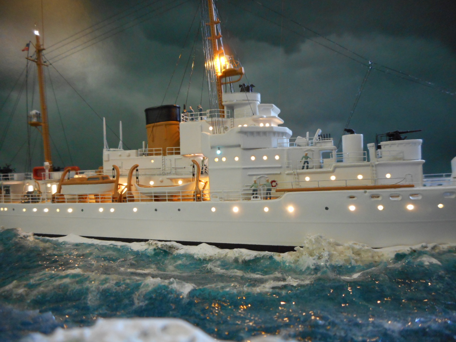 USS TANEY 1/300 Revell  16070410003620399714352982
