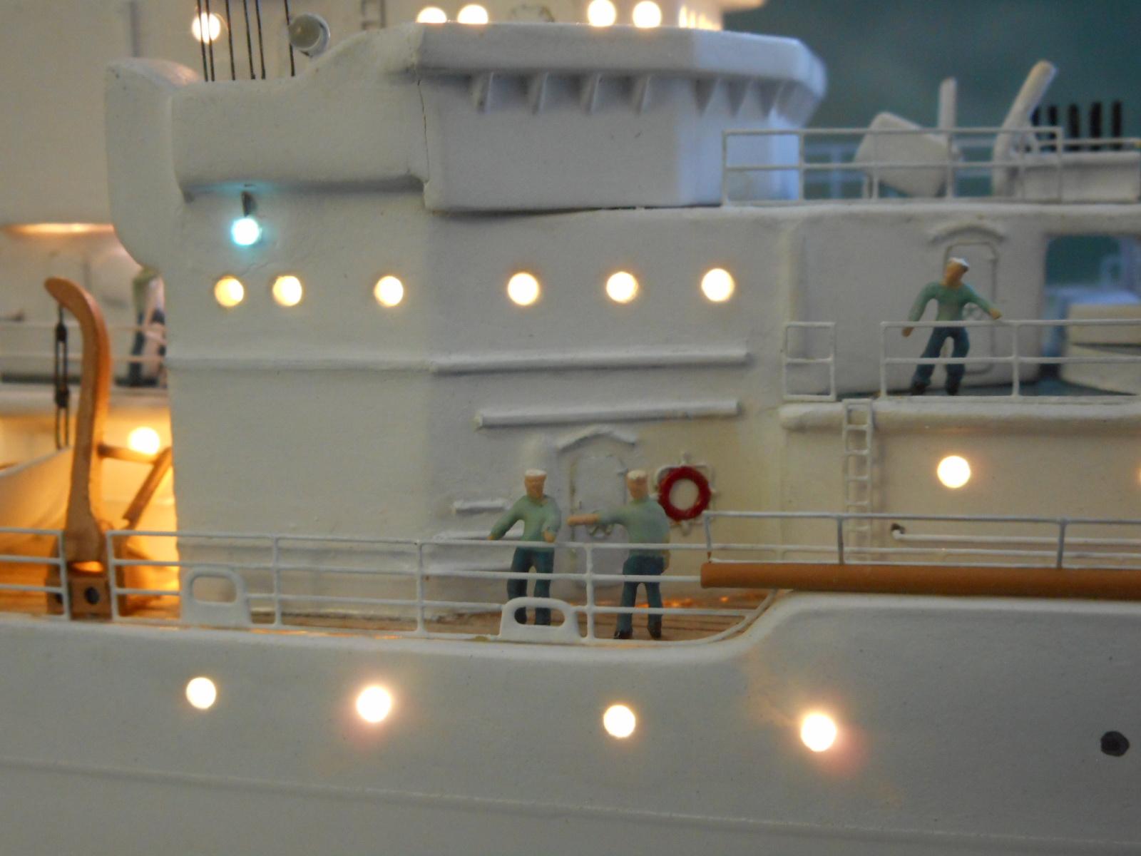 USS TANEY 1/300 Revell  16070410004820399714352985
