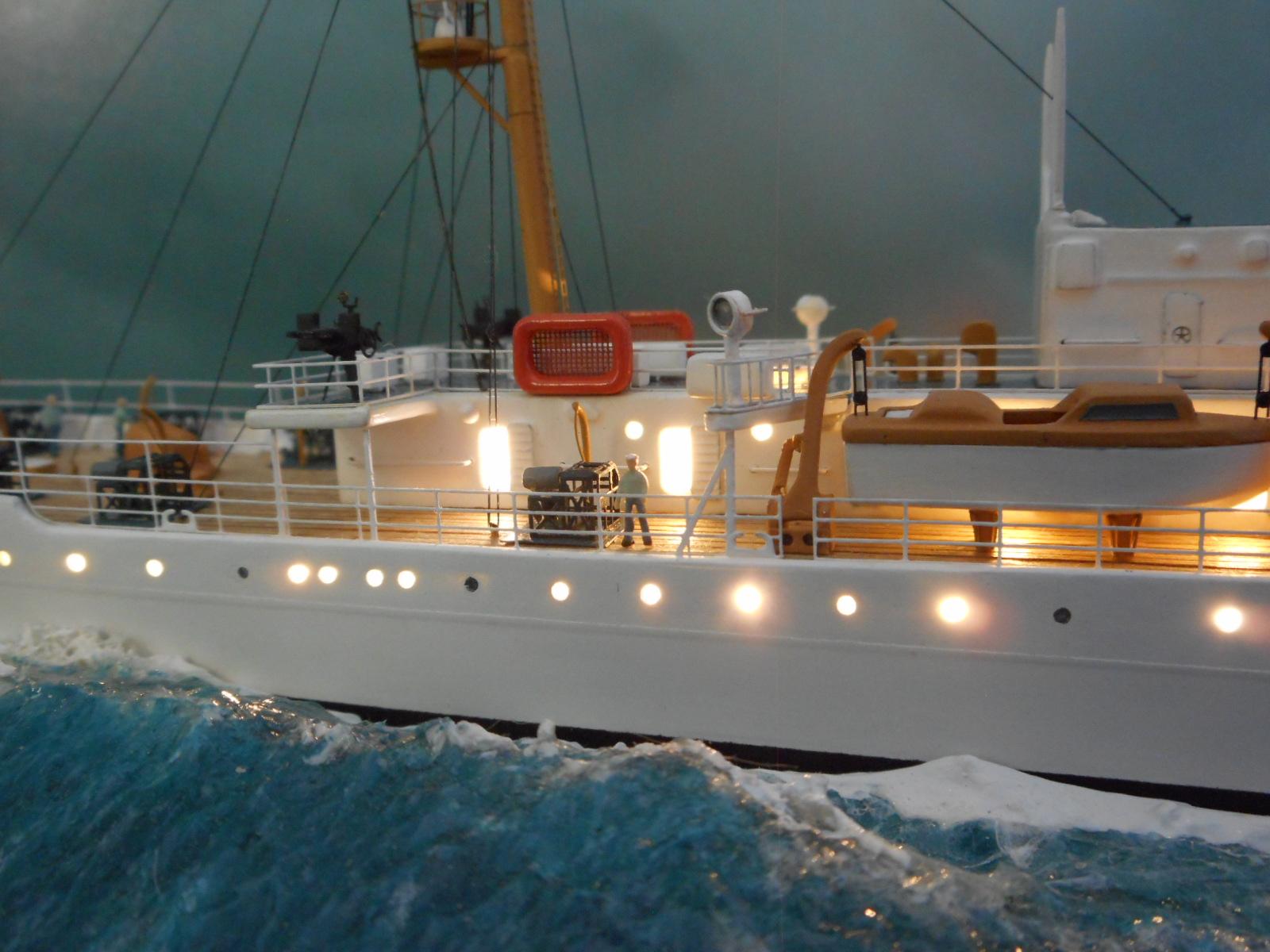 USS TANEY 1/300 Revell  16070410012520399714352994