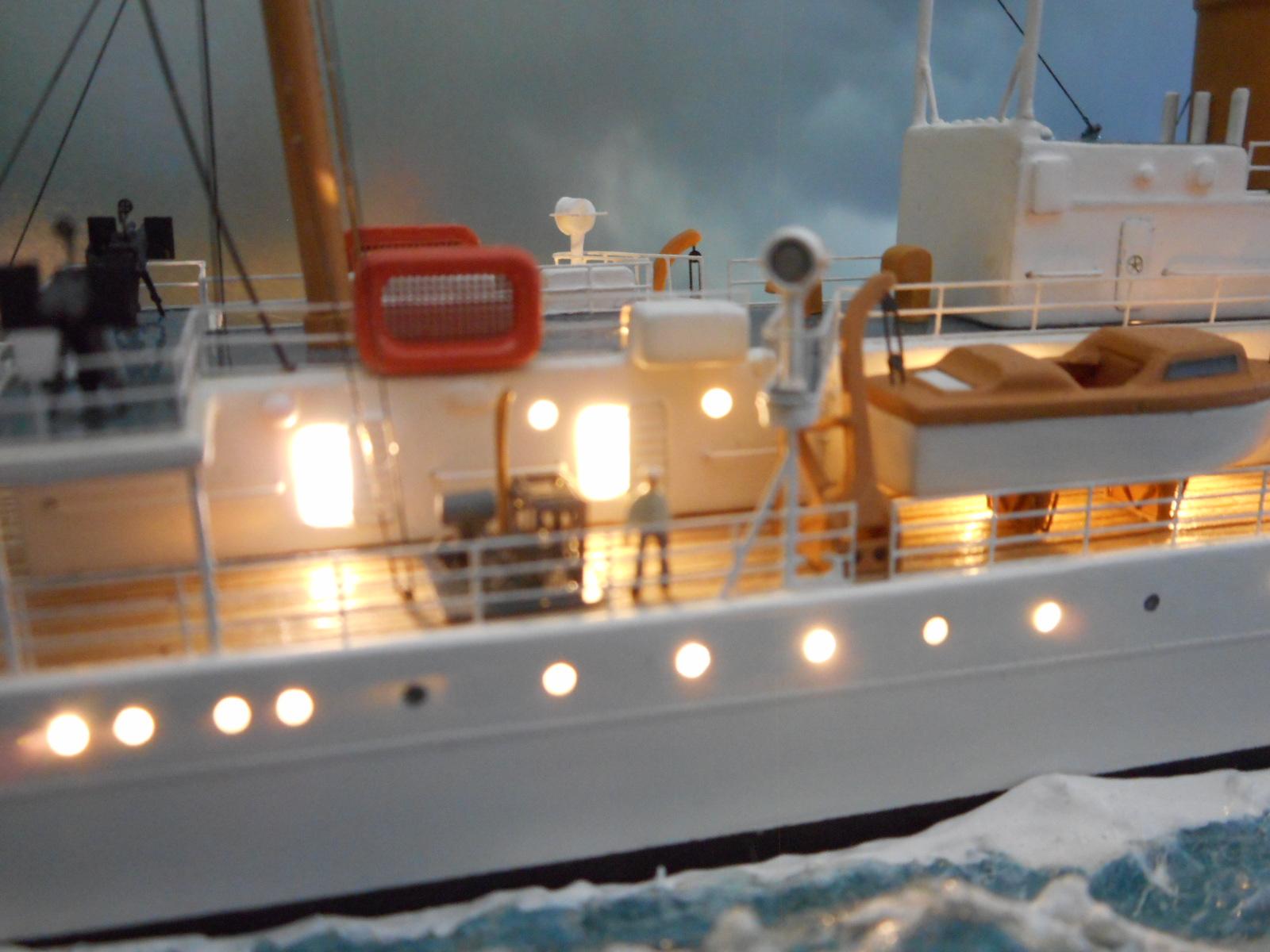 USS TANEY 1/300 Revell  16070410013420399714352996