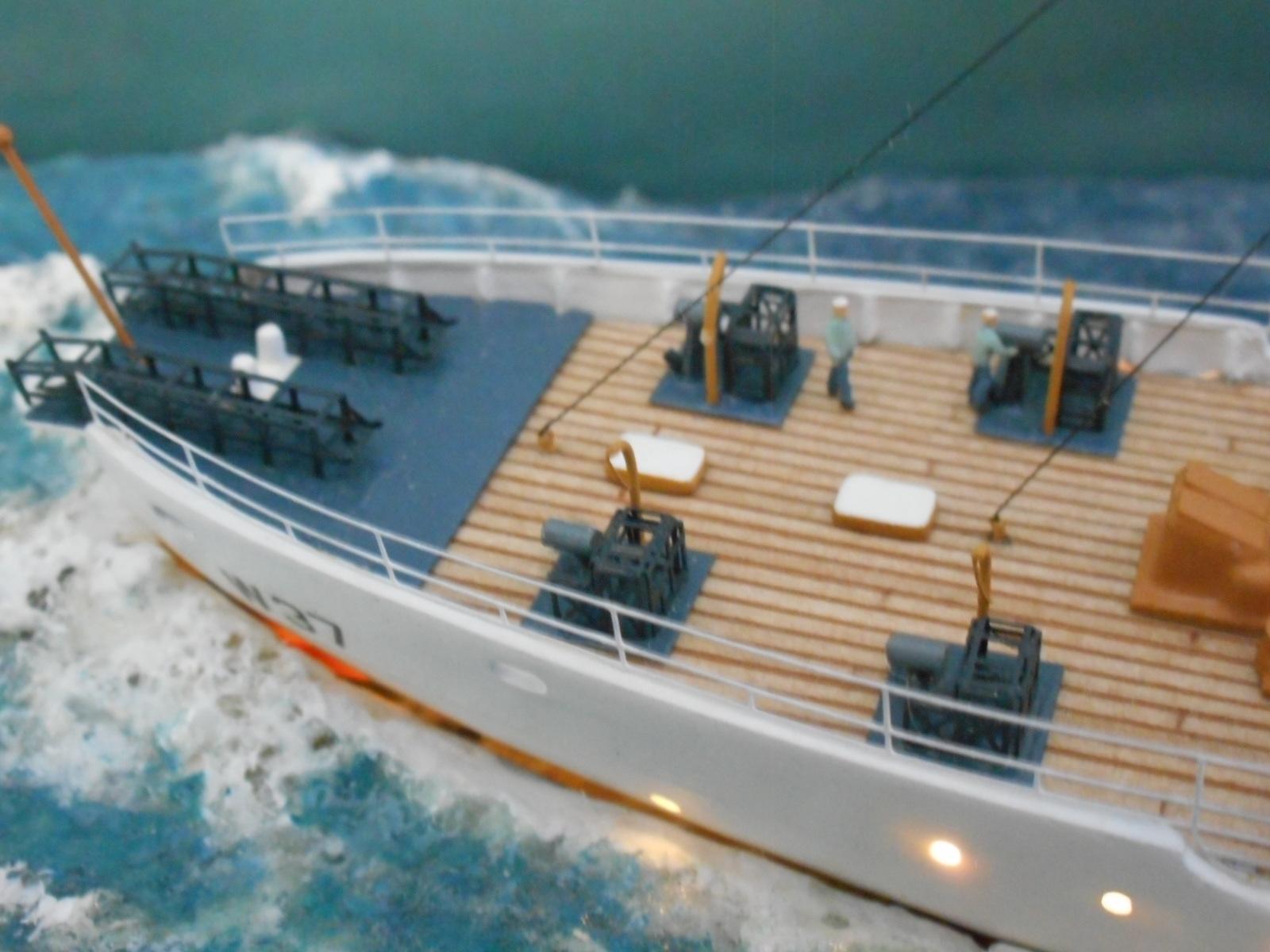 USS TANEY 1/300 Revell  16070410013820399714352997