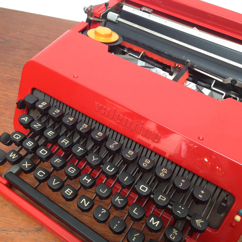 machine a ecrire valentine olivetti design ettore sottsass 1969 typewriter red. Black Bedroom Furniture Sets. Home Design Ideas