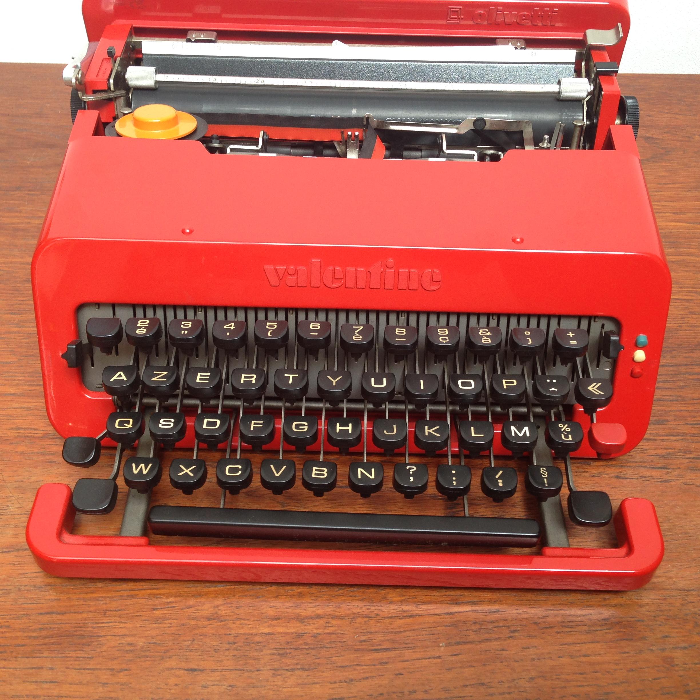 machine a ecrire valentine olivetti design ettore sottsass 1969 typewriter red ebay. Black Bedroom Furniture Sets. Home Design Ideas
