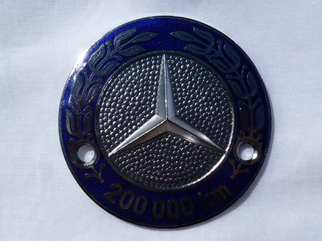 Logos / Badges de calandre pour Mercedes ayant un important kilometrage 16082205161412480114445331