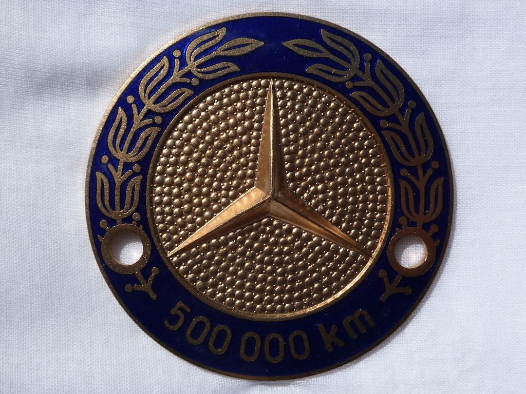 Logos / Badges de calandre pour Mercedes ayant un important kilometrage 16082205161812480114445334