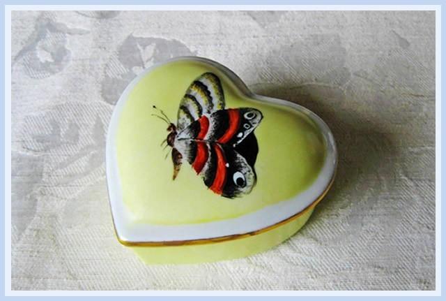 Christiane : Peinture sur porcelaine 1609040520251858214470838
